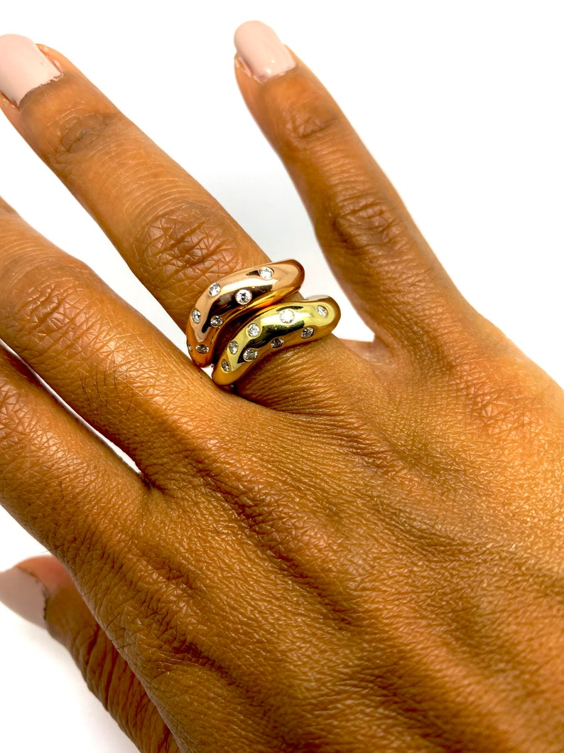 Wavy diamond stackable ring in 14k gold