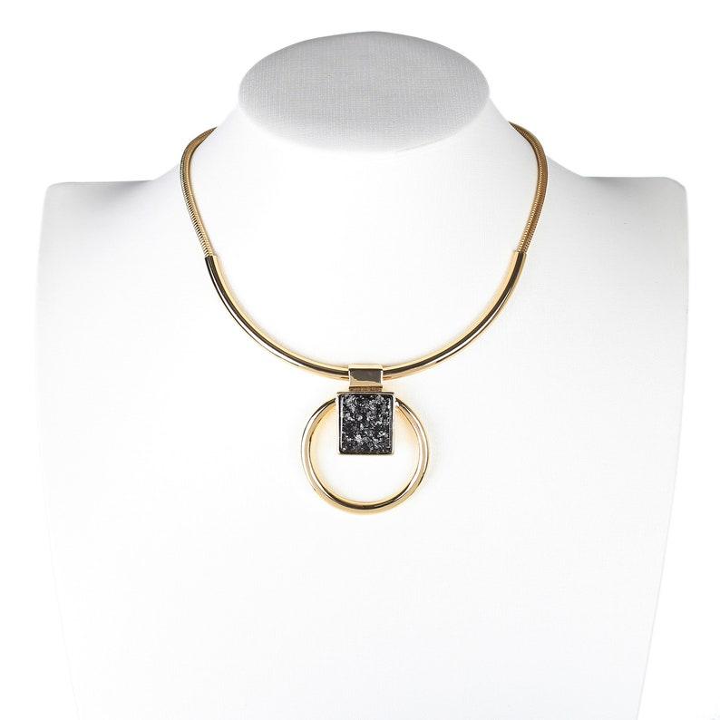 United Elegance Bold Gold Tone Necklace With Eye Catching Stone Pendant