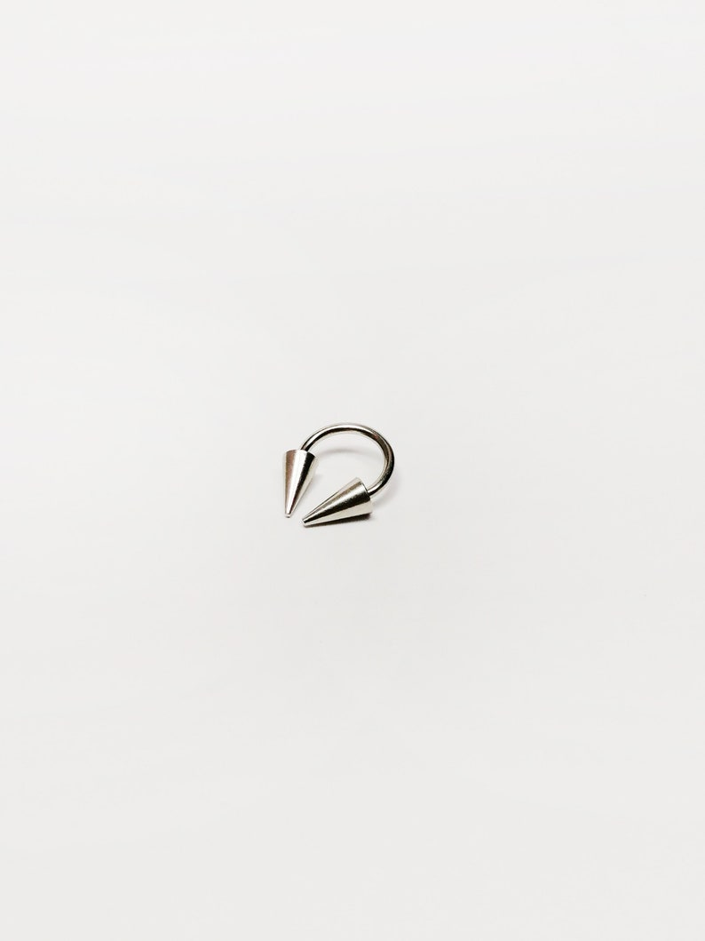 16g Horseshoe Titanium Hypoallergenic barbell Silver color 1.2mm 16g long spikes Circular barbell Free shipping women