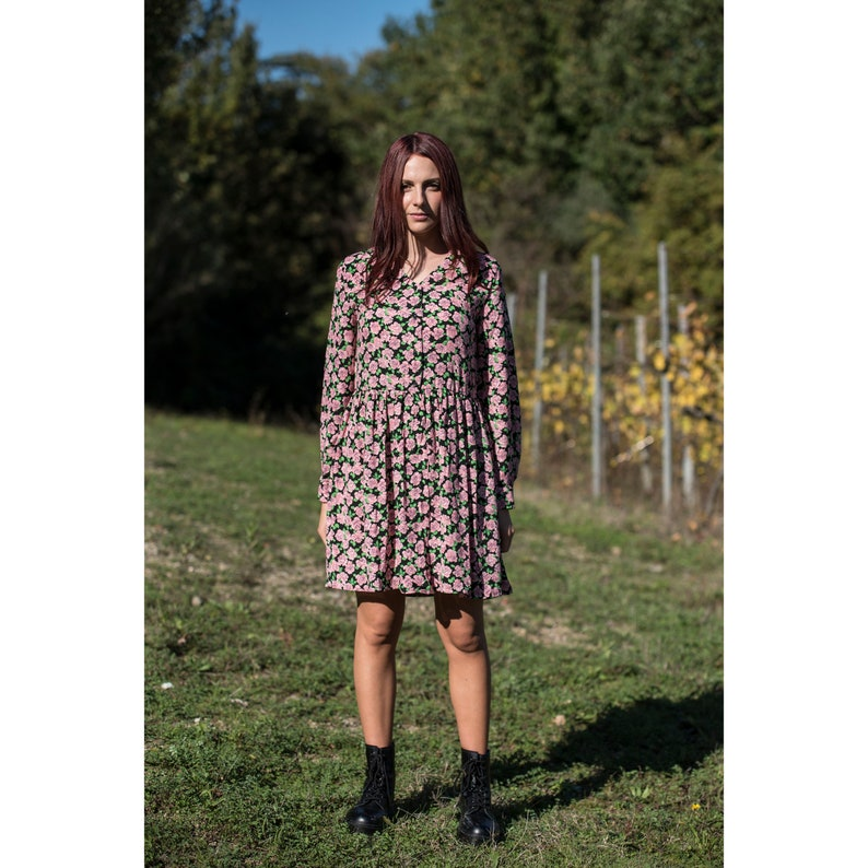 V NECKLINE DRESS print roses above the knee  image 0
