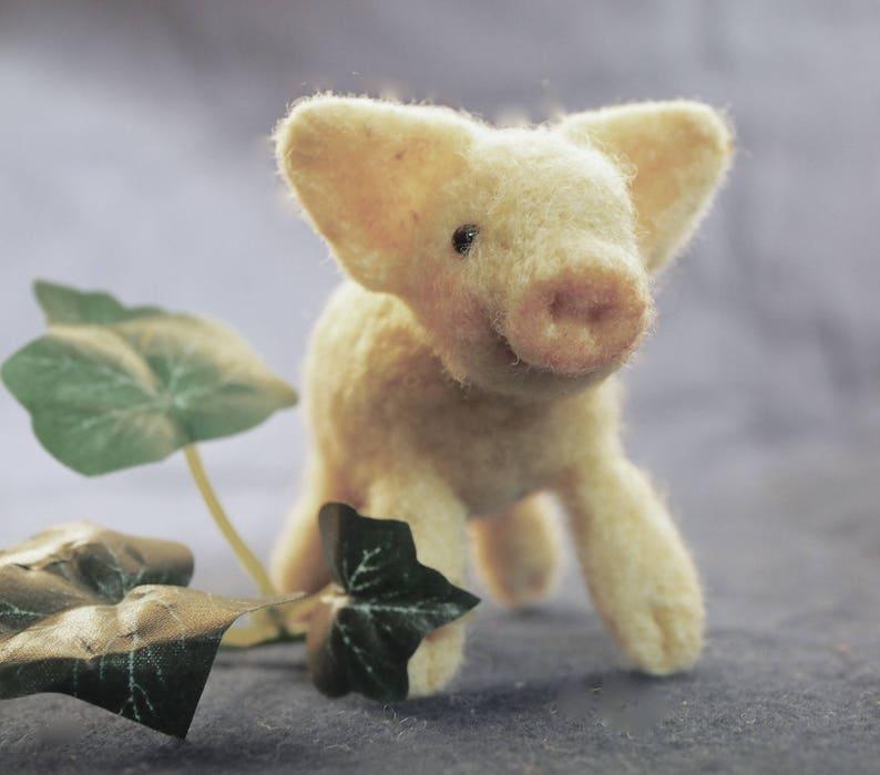Needle Felting Kit Needle felt Animals Felted Pig wool image 0